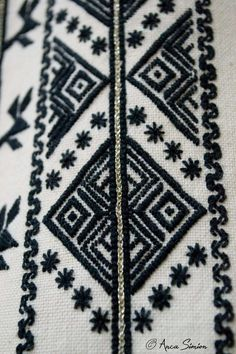New embroidery, recreation of original blouses in museums around the world. Folk Embroidery, Embroidery Stitches, Embroidery Patterns, Cross Stitch Patterns, Machine Embroidery, Antique Quilts, Fashion Sewing, Cross Stitching, Blackwork