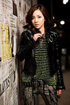 "Sandara Park and Burberry Prorsum - Sandara Park was spotted wearing this product in ""Lonely"". Kpop Fashion, Korean Fashion, Street Fashion, Girl Fashion, 2ne1 Dara, Kpop Mode, Sandara Park, Burberry Prorsum, Mellow Yellow"
