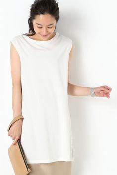 プレーン Tシャツワンピース  プレーン Tシャツワンピース 10260 2016SS IENA カットソー素材のワンピース 綿100のさらっとした生地感は夏も心地良く着られます サイドにスリット入りなのでショートパンツをレイヤードするのがおススメ ガウチョパンツやミディアム丈のタイトスカートを合わせて新鮮なバランスで着こなすのも今年らしくて シリーズでTシャツもございます 品番16070900411020 取り扱いについては商品についている品質表示でご確認ください 製品洗い 製品洗いの微妙な色風合いサイズの違いがあります こちらの商品はIENAでの取り扱いになります 直接店舗へお問い合わせの際はIENA店舗へお願い致します モデルサイズ:身長:168cm バスト:81cm ウェスト:59cm ヒップ:88cm 着用サイズ:フリー