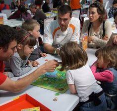 Le jeu est une excellente passerelle pour apprendre à communiquer, partager dans un groupe. /Photo DR