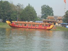 Bateau dragon de la rivière des parfums