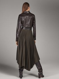 LIMITED EDITION PLEATED SKIRT WITH LEATHER BELT - Women - Massimo Dutti Fall Fashion Outfits, Sexy Outfits, Autumn Fashion, Womens Fashion, Faux Leather Dress, Leather Boots, Jupe Short, Leder Outfits, Outfit Goals