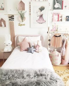 Doesn't her room look pretty special? You'd think she would sleep all night long in here but apparently they need to know I'm still in the building and my bed is much more cozy! 5am start we got this!  #IthinkIneedakingsuperkingbed #honghenwoodstylist #kidsroom #kidsinteriors #tapfordetails