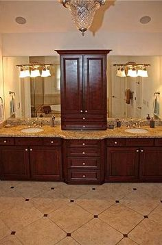 Charmant The Darker Cabinets With The Marble Counter And Tile Is Very Timeless