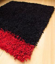 40x36 inch, shag rag rug, carpet, black and red, handmade, upcycled, recycled, spaghetti, tshirt yarn #etsy #handmade