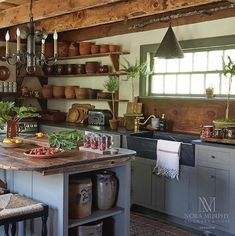 Nora Murphy& Country House Style - Design Chic Design Chic Design Chic 23 Charming Cottage Kitchen Design and Decorating Ideas that Will Bring Co. Primitive Kitchen, Rustic Kitchen, New Kitchen, Kitchen Ideas, Kitchen Island, Kitchen Images, Awesome Kitchen, Updated Kitchen, Country Kitchen Designs