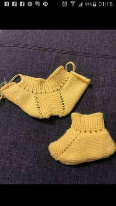 Knitting patterns, knitting designs, knitting for beginners. Baby Boy Booties, Knit Baby Shoes, Crochet Shoes, Crochet Slippers, Baby Knitting Patterns, Knitting For Kids, Knitting Designs, Baby Patterns, Baby Booties Knitting Pattern