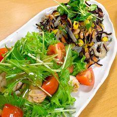 写真が奥になってしまいましたが、作りたかったヒジキのサラダを作りました。 大根、良いのなかったんでレンコンで。  今日は、友だちとご飯で大好評でした。ともこさん、美味しいレシピありがと〜う♪  最近作っていたいのちゃん、代表で食べ友しまーす。 - 95件のもぐもぐ - Tomoko Itoさんの料理 ひじきの和風サラダ by atytutkt