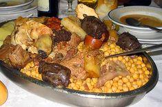 Cocido madrileño de verdad http://www.mamiverse.com/es/receta-cocido-madrileno-tradicional-43931/