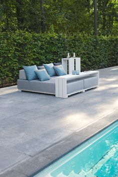 Lounge furniture for outdoor use at the pool. Outdoor Seating, Outdoor Sofa, Outdoor Living, Outdoor Decor, Outdoor Ideas, Lounge Furniture, Garden Furniture, Outdoor Furniture, Samos