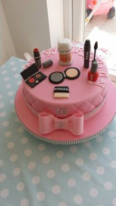 Make up cake Teen Cakes, Girly Cakes, Fancy Cakes, Makeup Birthday Cakes, Birthday Cakes For Teens, Cake Birthday, Make Up Torte, Make Up Cake, Fondant Cakes