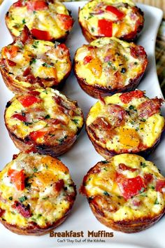 These savory and delectable muffins are wonderful for a holiday breakfast. These gluten free muffins contain bacon, eggs, cheese, bell peppers inside a hash brown crust. So scrumptious! Breakfast Muffins, Breakfast Dishes, Breakfast Recipes, Indian Breakfast, Savory Breakfast, Vegetarian Breakfast, Sausage Breakfast, Brunch Recipes, Easy Dinner Recipes