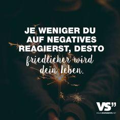 Visual Statements®️ Je weniger du auf negatives reagierst, desto friedlicher wird dein Leben. Sprüche / Zitate / Quotes / Leben / Freundschaft / Beziehung / Liebe / Familie / tiefgründig / lustig / schön / nachdenken