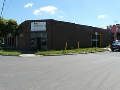 Affordable Factory for Lease in Sunshine, Melbourne. 165m2 workshop including office space, 3 phase power and roller door access. Centrally located with easy access to the Western Highway and Ring Road. 34 First Avenue, Sunshine, 3020