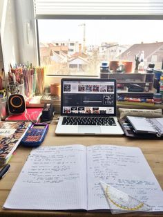 """kunstkatze: """"Organized chaos :) Next week is finals week and I'm already panicking, but also really glad that it all will be over soon! """""""