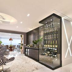 Adega Moderna com Display de Vidro de Tetriz Arquitetura e Interiores - 156479 no Viva Decora