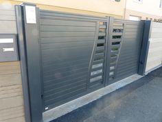 Portail coulissant automatique aluminium gris RAL7016 avec poteaux alu et interphone