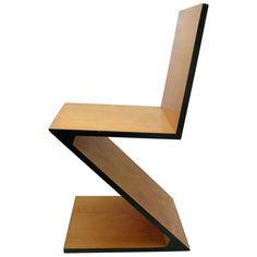 Mobiliário Moderno DeStjil - Cadeira Zig Zag. Designer: Gerrit Rietveld, 1934. #UsodaMadeira #FormaeFunção #LinhasRetas #LinhasSimples #FormasGeométricas