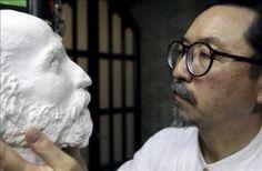 se trata de Etsuro Sotoo y la técnica que utiliza es la talla sobre mármol,es un escultor que para mejorar sus conocimientos sobre la escultura viajo a varios países,termino siendo uno de los mas conocidos de Japón.