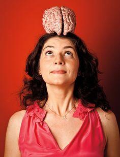 """""""A gente só levanta do sofá se vislumbrar alguma coisa boa como resultado. Sem essa antecipação você não mexe um dedo. É esse sistema que permite que a gente se apaixone pelas coisas e ache que aquilo vai ser bom. Para mim, essa é uma das grandes lições da neurociência moderna.""""- Suzana Herculano, neurocientista"""