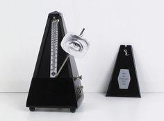 MAN RAY. Objeto para ser destruído, 1923 y Objeto indestructible, 1963. Metronomo con ritaglio fotografico sul pendolo.
