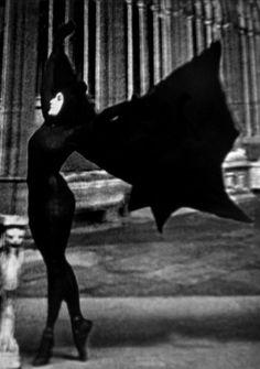 """Miss MUSIDORA in """"Les Vampires"""", Louis Feullade (1916)."""