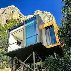 """1,360 Me gusta, 5 comentarios - Green Tiny Houses (@greentinyhouse) en Instagram: """"Light placement Prefab Cabins on stilts created by architect Daniel Mayo for VIVOOD Landscape…"""""""