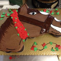 Getting ready for the Derby!! 24 cupcakes shaped into a horse. Iced with chocolate icing. Mane is chocolate fudge icing. First try--gonna play with roses placement on next one. :-)