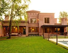 Tuscan style – Mediterranean Home Decor Exterior Siding Colors, Exterior Design, Casas Country, Adobe House, Spanish Style Homes, Duplex, Mediterranean Home Decor, Tuscan Style, Paint Colors For Home