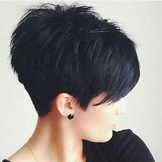Nice 49 Stunning Short Hairstyles Ideas For Girls. More at https://outfitsbuzz.com/2018/03/23/49-stunning-short-hairstyles-ideas-for-girls/