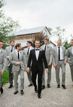 7 Distinctive Grooms That Stand Out From Their Groomsmen The groom looks dapper in his black tux and bow tie with the groomsmen in light gray suits with black ties ~ we ❤ this! Gray Groomsmen Suits, Groomsmen Poses, Groomsmen Outfits, Groom And Groomsmen Attire, Bridesmaids And Groomsmen, Gray Suits, Groom Attire Black, Suit Vs Tuxedo, Farm Wedding
