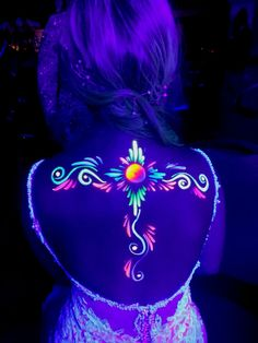 Rave Face Paint, Neon Face Paint, Body Paint, Black Light Tattoo, Dark Tattoo, Glow In Dark Party, Glow Paint, Blacklight Party, Neon Painting