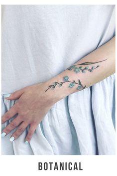 #TattooBotanical #TattooFiori #TattooBraccio #TattooDonna #Tattoo #Ink #IdeeTattoo #Tatuaggio