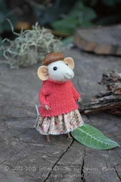 Little Coquet Mouse-  Felting Dreams by Johana Molina - that acorn cap..