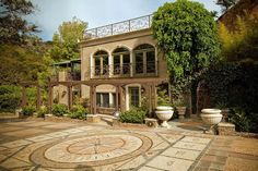 Historic 5-acre hillside property, reputed to be the former home of legendary magician Harry Houdini, is 7 minutes from Beverly Hills and Sunset Strip, and 11 from Universal City. Fully furnished. Heated pool and Jacuzzi, 4 large bedrooms, 4.5...