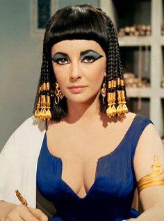 Elizabeth Taylor blue eyeshadow Cleopatra