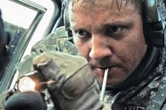 The Film Intuition Interview Jeremy Renner: The Hurt Locker By Jen Johans Jeremy Renner is one of those character actors who is so. Jeremy Renner, Oscar Winning Movies, Oscar Movies, Hurt Locker, Best Action Movies, Anthony Mackie, Williams James, Best Director, Earth