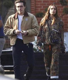 Brooklyn Beckham, proved inseparable from his new girlfriend Hana Cross, on Monday, as the pair were seen grabbing frozen yogurt in Los Angeles. Urban Aesthetic, Aesthetic Fashion, Daily Fashion, Mens Fashion, Fashion Outfits, Baskets, Hypebeast Women, Brooklyn Beckham, Fashion Couple