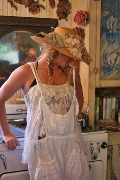 Magnolia Pearl model standing in front of a Chambers stove, just like ours Gypsy Style, Bohemian Style, Boho Chic, My Style, Magnolia Pearl, Boho Outfits, Girl Outfits, Shabby Chic, Romantic Outfit