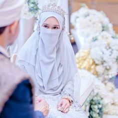 i wedding ideas di 2019 свадебные Hijabi Wedding, Muslimah Wedding Dress, Disney Wedding Dresses, Muslim Brides, Pakistani Wedding Dresses, Muslim Couples, Wedding Poses, Wedding Ideas, Bridal Hijab