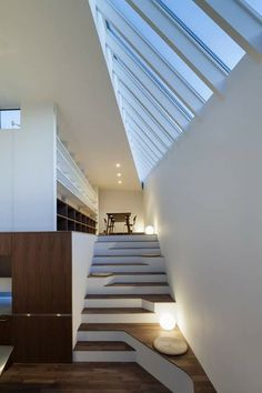 A Floating House with a Gallery Open to the Community in architecture, those stairs Cabinet D Architecture, Interior Architecture, Design Exterior, Interior And Exterior, Escalier Design, Modern Stairs, Contemporary Stairs, Floating House, Interior Stairs