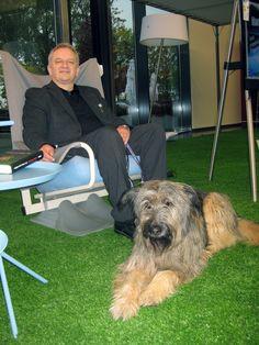 Lotta und Achim Albrecht warten gespannt auf die Besucher der #Buchpremiere. #Hund #Dog #Verlag #Buch #Book #Autor