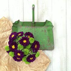 Chrysanthemums, dustpan and brown paper. Styling & Photography © Ingrid Henningsson. http://ofspringandsummer.blogspot.co.uk/