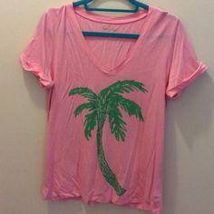 Lilly Pulitzer Tee sz  Medium Cute NWOT palm tree tee Lilly Pulitzer Tops Tees - Short Sleeve