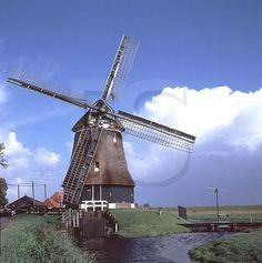 Windmill in a storm - [0:30] : videos
