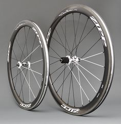 Precision handcrafted Zipp 303 Firecrest carbon clinchers with DT Swiss 180s hubs, black/white DT Swiss aerolite bladed spokes, and black alloy Wheelbuilder.com high-strength nipples. 1453g.