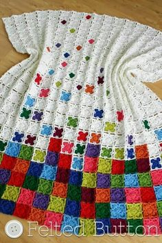 Rainbow Sprinkles Blanket--crochet pattern by Felted Button (Susan Carlson) - idea to do more and more white rounds on each simple granny square. Rainbow Sprinkles Blanket--crochet pattern by Felted Button (Susan Carlson) I HATE sewing things together, bu Crochet Squares, Crochet Granny, Crochet Blanket Patterns, Baby Blanket Crochet, Crochet Stitches, Crochet Baby, Knitting Patterns, Knit Crochet, Granny Squares