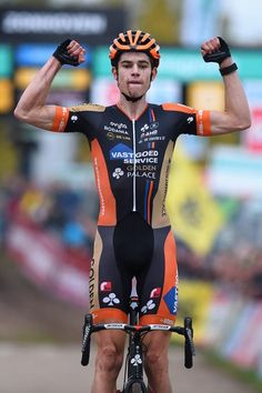 Wout Van Aert celebrates another major victory at the SuperPrestige Zonhoven (Tim de Waele/TDWSport.com)
