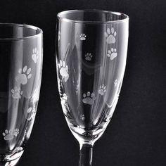 """Sektglas """"Pfötchen"""", 145 ml Fassungsvermögen, tierische Geschenkidee, geätzt, handgearbeitet, Spülmaschinenfest"""