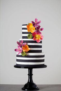 Cake decorating white black fresh flowers
